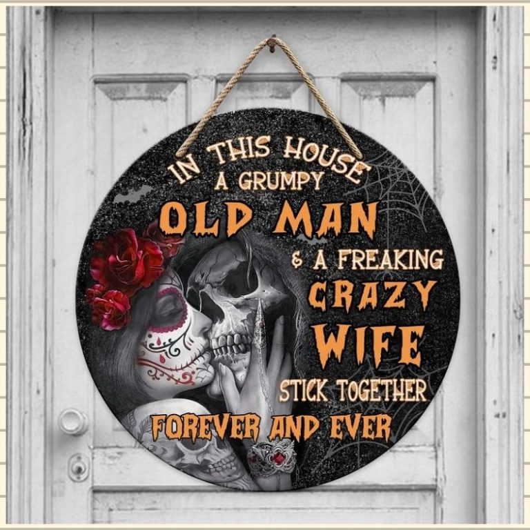 Skull couple in this house a grumpy old man and a freaking crazy wife stick together forever and ever wooden sign 2